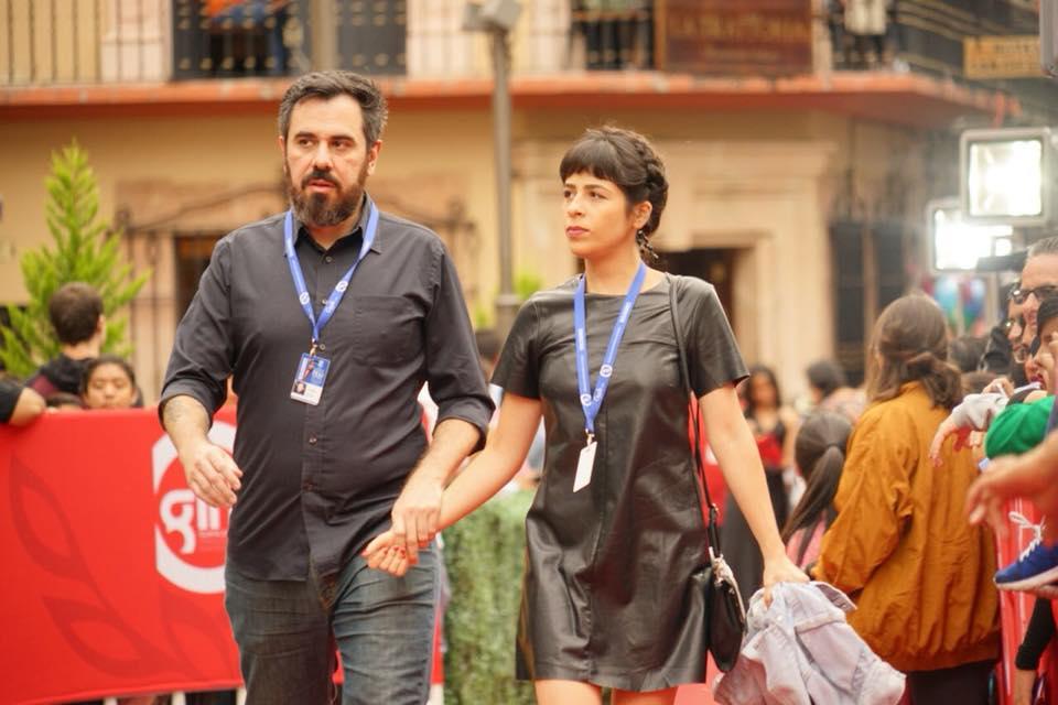 Thiago Zanato y Adriana Barbosa, directores de  La Flaca , en la alfombra roja del día de la premiación del Festival Internacional de Cine de Guanajuato (GIFF) en el Teatro Juárez. Imagen vía GIFF