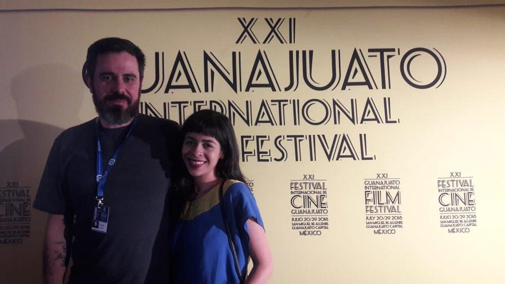 Thiago Zanato y Adriana Barbosa, directores del documental  La Flaca . Después de la entrevista con Ibero 90.9.Foto: Ibero 90.9