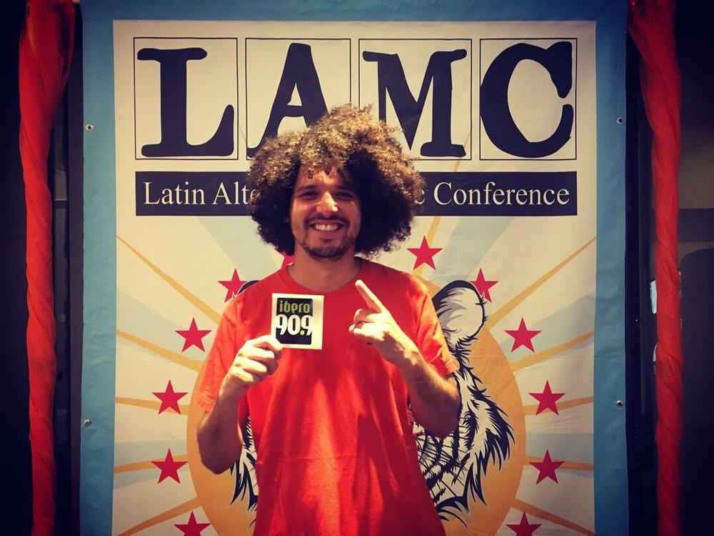 El rapero puertorriqueño que estudió medicina, PJ Sin Suela, también estuvo presente en #LAMC2018. Foto: Junf