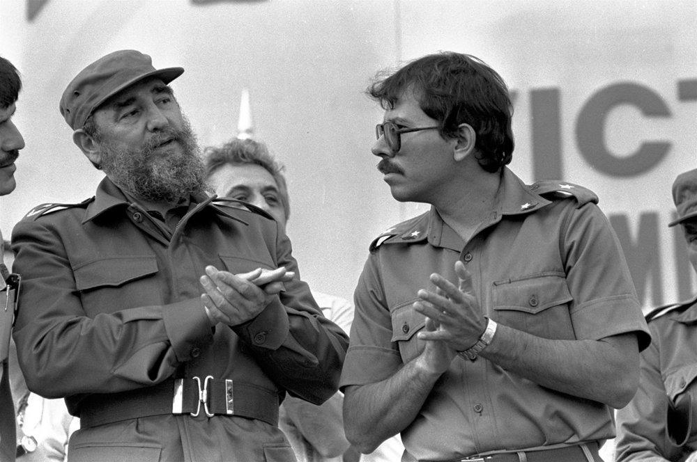 Fidel Castro y Daniel Ortega. Imagen vía: arqueohistoria.com