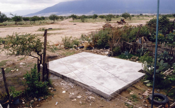 Escultura Pública en la Periferia Urbana de Monterrey (2003) [http://museoamparo.com/exposiciones/piezas/106/tercerunquinto-obra-inconclusa]