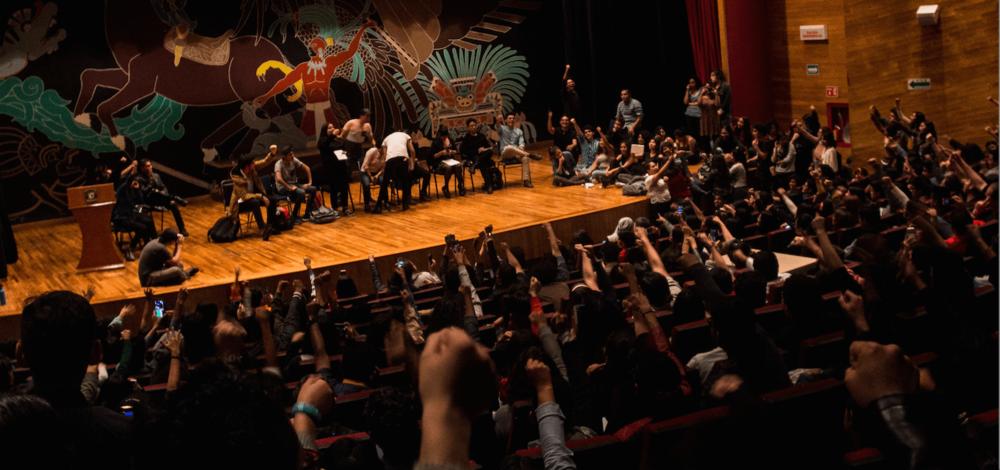 Alumnos de la FCPyS en una asamblea estudiantil. Vía El Sur de Acapulco