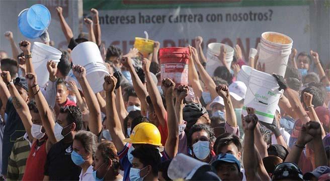 Decenas de voluntarios han prestado su apoyo a los afectados. Vía Arena Pública.
