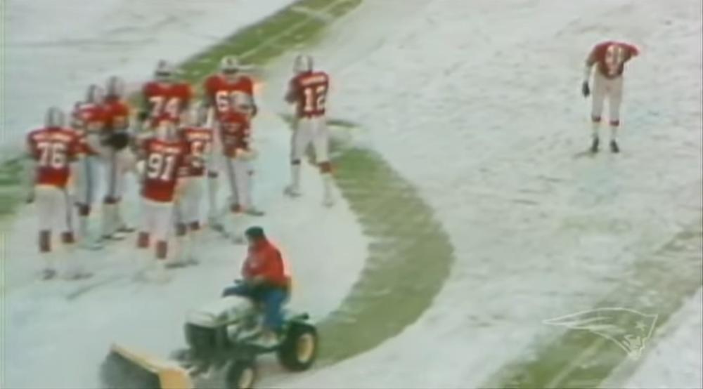 """El encuentro de 1982 entre Delfines y Patriotas conocido como """"The snowplow game""""."""