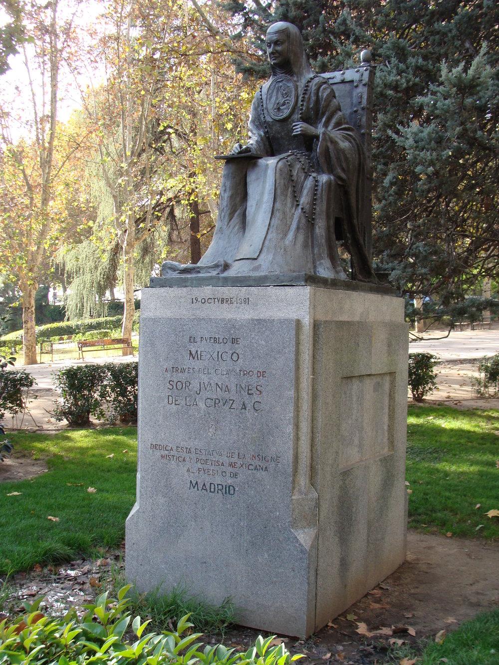 Estatua_de_Sor_Juana_Ines_de_la_Cruz.001_-_Madrid.JPG