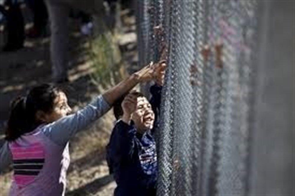 Las muertes de niños migrantes en recientes semanas bajo custodia estadonunidense han provocado una tormenta de críticas contra el Servicio de Control de Aduanas y Protección Fronteriza y el Departamento de Seguridad Nacional (DHS, por sus siglas en inglés), del que depende dicha agencia.