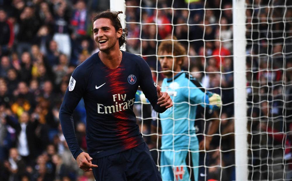 Adrien Rabiot , futbolista del  PSG  de la Liga francesa, realizó una donación de 25 mil euros.
