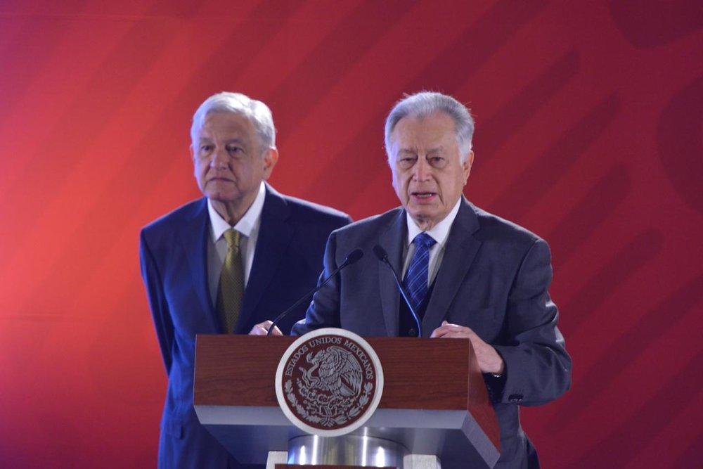 El Director General de CFE, Manuel Bartlett, asistió a la conferencia matutina con el Presidente Andrés Manuel López Obrador. (Foto: Facebook / CFE)