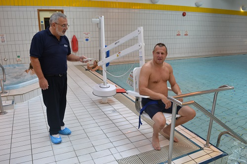 splash-pool-hoist-therapy.jpg