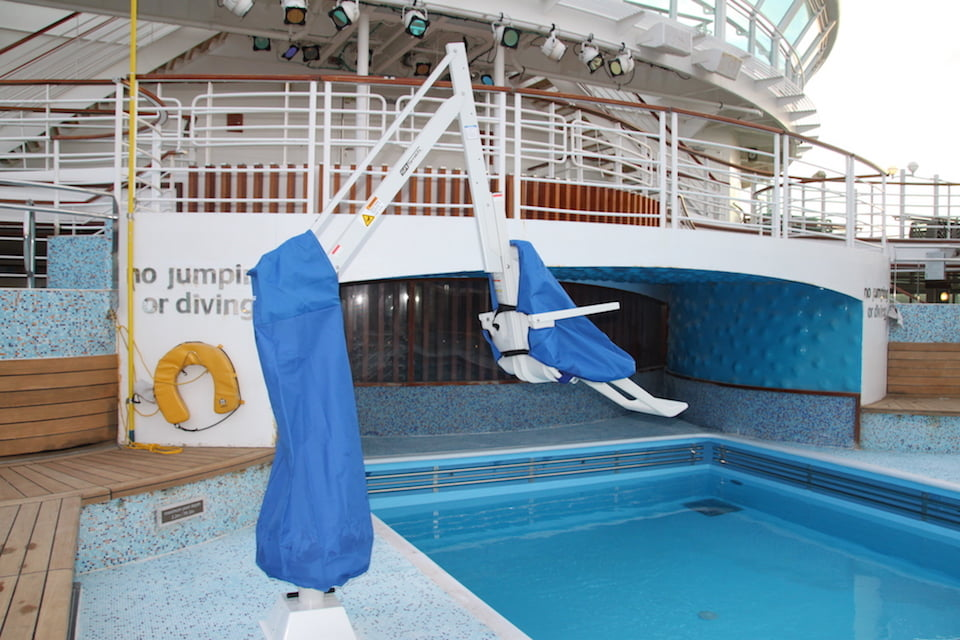 Splash ER Hi/LO Pool Hoist with seat and mast covers.