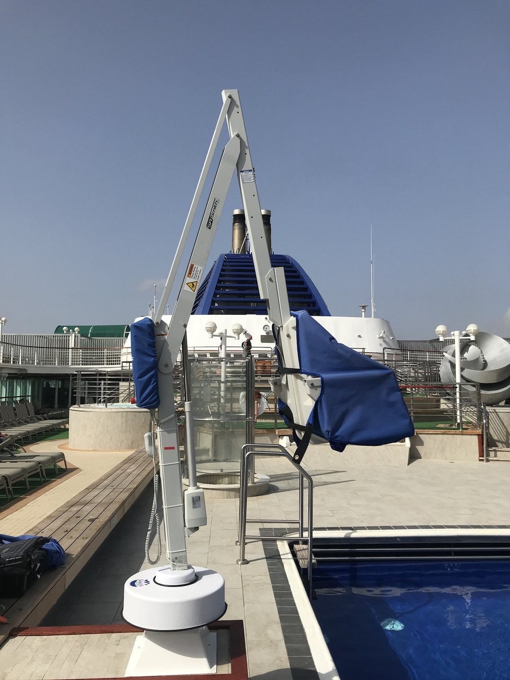 splash-extended-reach-hi-lo-cruise-ship-pool-hoist.jpg