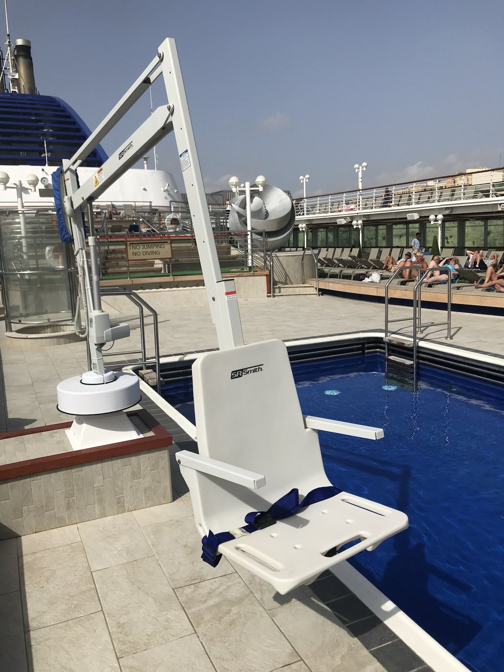 splash-extended-reach-hi-lo-cruise-ship-rmt-pool-access-lifts.jpg