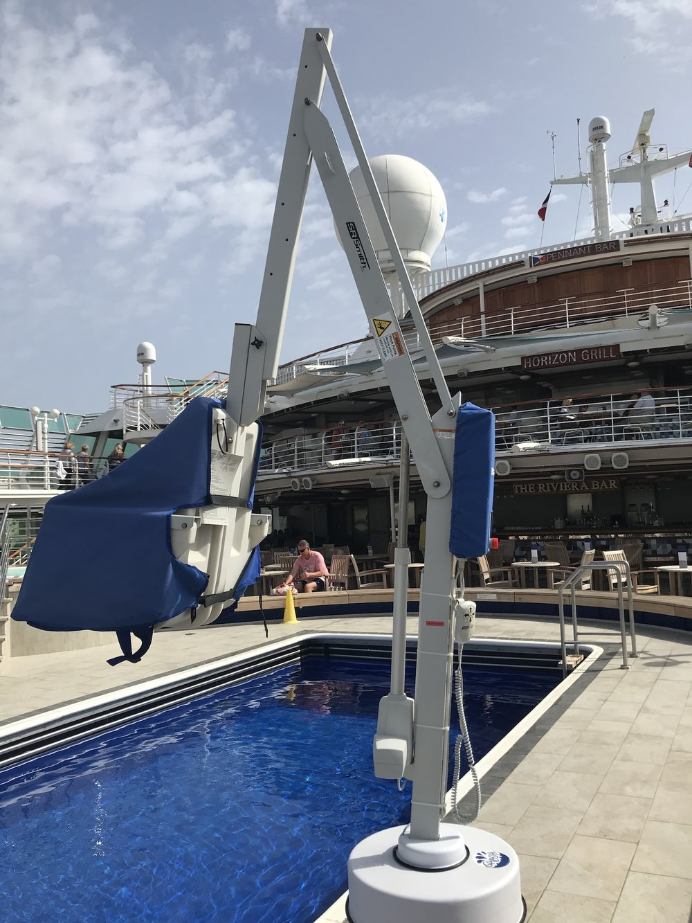 splash-extended-reach-hi-lo-cruise-ship-rmt-pool-lifts.jpg