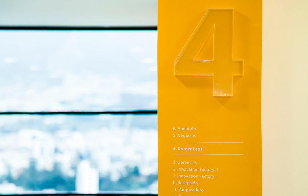 Columnas identificatorias e informativas para el cuarto piso