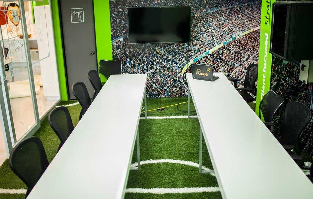 Conceptualización y diseño de sala de reuniones en torno al concepto de juego en equipo