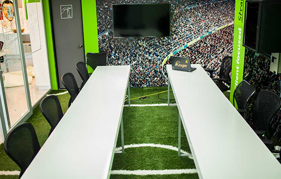 The conceptual proposal was designed to generate a tangible sensation with the use of artificial turf