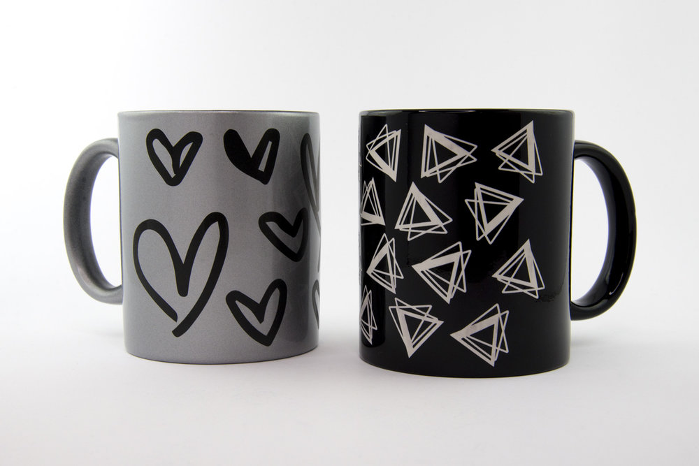 Custom designed mugs artist on site