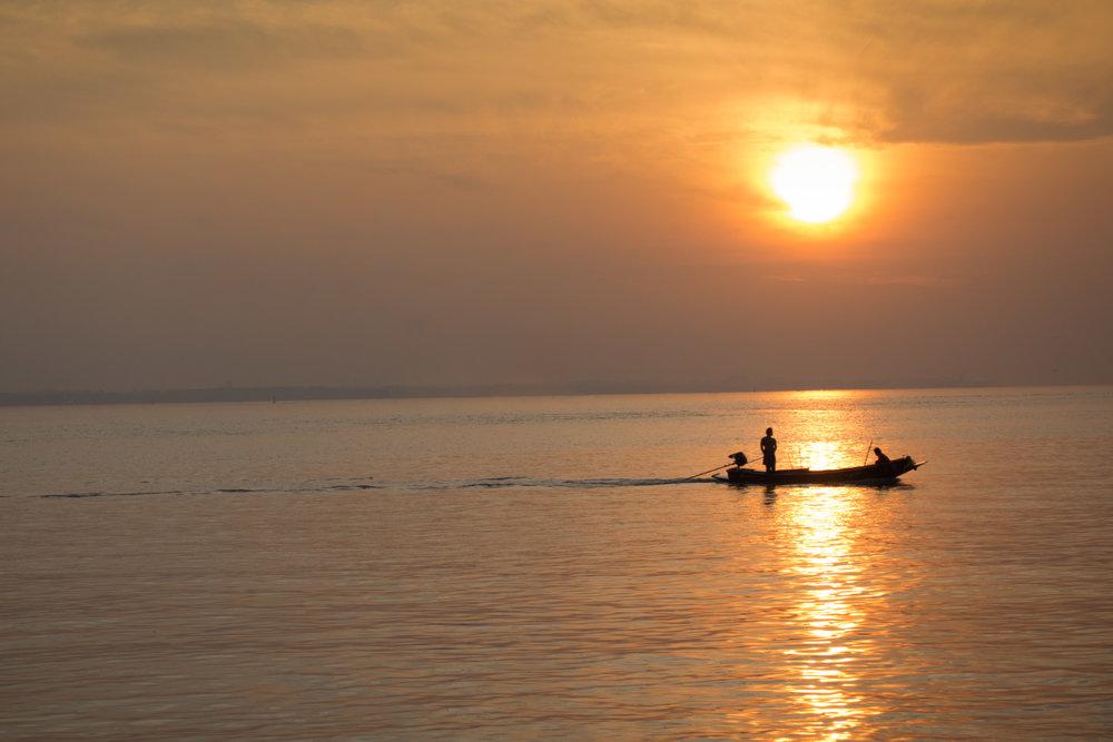 Chao Phraya River Sunrise.jpg