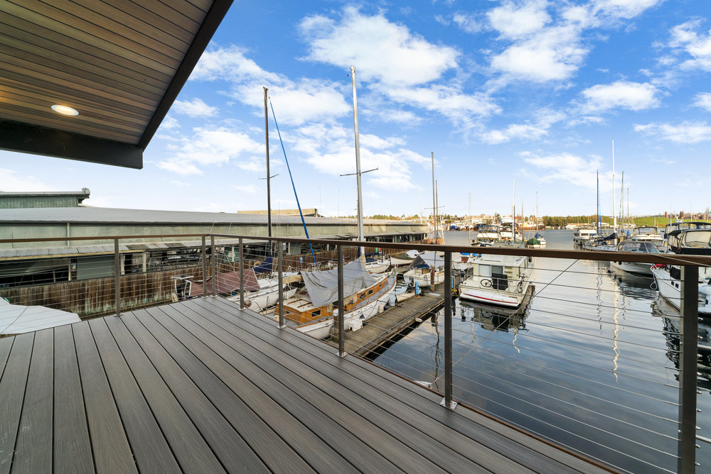 Solstice Houseboat 2nd Level Deck 2.jpg