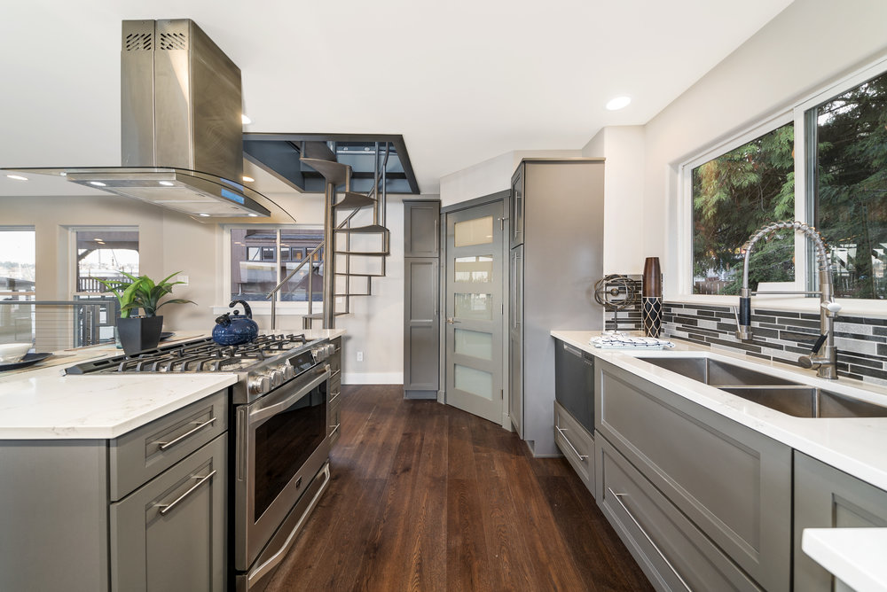 Solstice Houseboat Kitchen 2.jpg