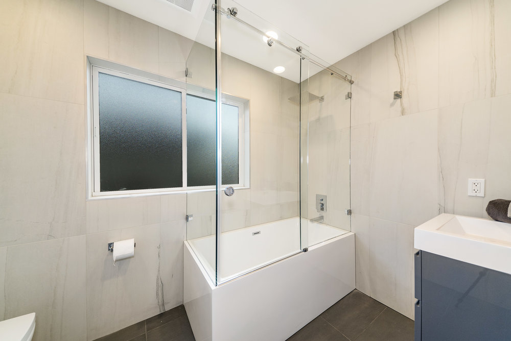 Solstice Houseboat Master Bathroom.jpg