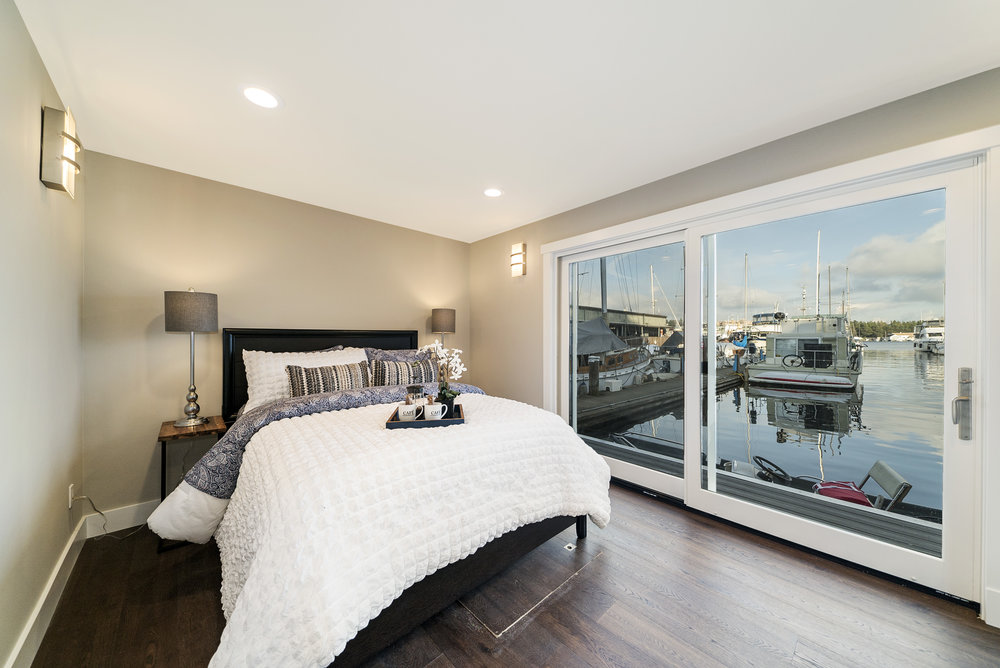 Solstice Houseboat Master Bedroom 2.jpg