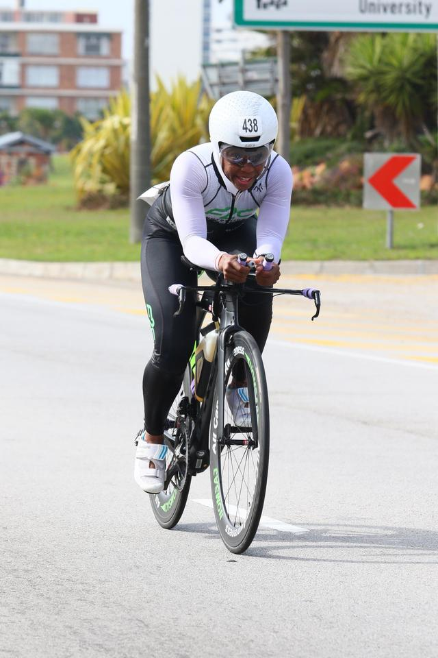 Coach_Terry_Wilson_Pursuit_of_The_Perfect_Race_IRONMAN_70.3_World_Championships_Khadijah_Diggs_bike_3.jpg