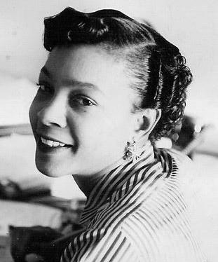 Mamie Phipps Clark - En 1954, la Corte Suprema de Justicia de E.E.U.U decidió eliminar la segregación en los colegios en el famoso caso Brown v. Board of Education. ¿Sabías que los estudios de esta brillante psicóloga sobre la manera en la que se perciben los niños afrodescendientes fue fundamental para ganar este caso?