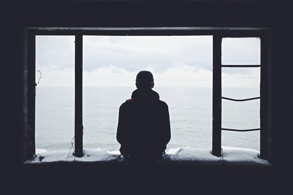 2. Te sientes atrapada/o - ¿Te está costando seguir adelante o sientes que estás como en una intersección en tu vida? Es posible que te sientes atrapada/o y eso esté afectando tu salud mental. Ir a terapia te puede ayudar a esclarecer un poco más el panorama.