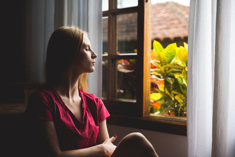 """4. Te sientes muy cansada/o o te es difícil """"vaciar"""" tu mente - ¿Te sientes abrumada/o por todo lo que está ocurriendo? ¿Como si fuese demasiado? En terapia puedes aprender cómo aliviar esa carga y compartirla con alguien más."""