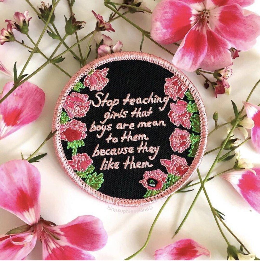 9. Tiene una idea más clara de lo que merece (y lo que no). - Una chica que se ama a sí misma es una chica que tiene una mayor capacidad de distinguir entre los tratos que le hacen bien y aquellos que no.