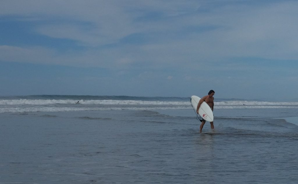 Tyrell Mara - surfing a handshaped board in Mexcio