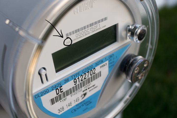 You can tell it's a smart meter if you see the FCC designation.