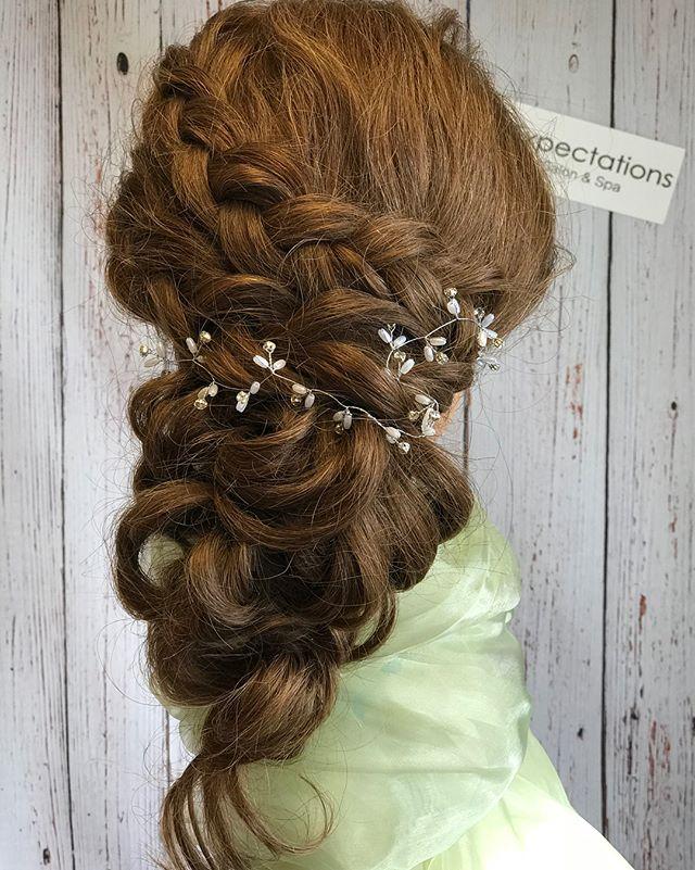 The bride 👰 updo by Teri