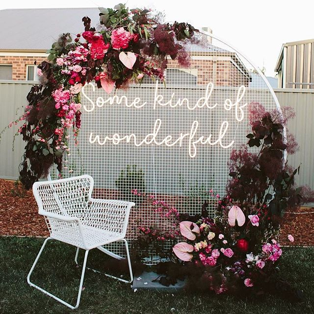 ✨Some kind of wonderful✨ . . . Backdrop // @bentleyandbobbievents  Neon // @littlepineappleneon Florals // @simplystemsflorist  Photography // @gingerandmint