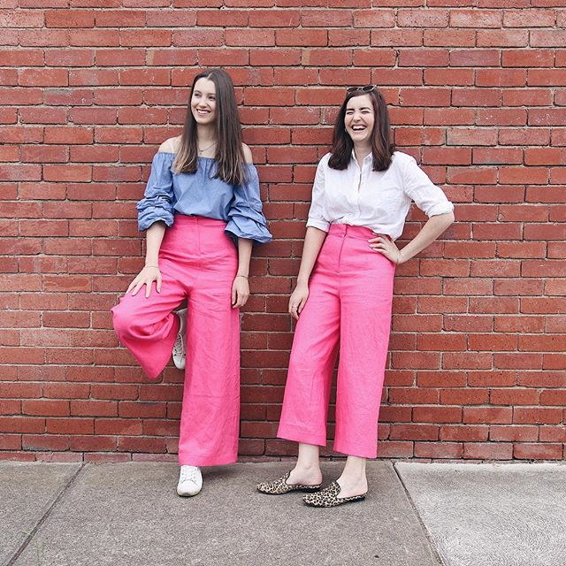 Had the best time last weekend when @ellenmackenziee came to town! I was so sad when she had to go home 😭✈️ ⠀⠀⠀⠀⠀⠀⠀⠀⠀ Here we are in the matching pants I made from @wearethefabricstore linen, I think they turned out so fun! 👯♀️ swipe for a lol blooper haha #memade #nobuyyesmake ⠀⠀⠀⠀⠀⠀⠀⠀⠀ You can watch the vlogs from our weekend on our youtube channel 👉 youtube.com/shopstyleconquer ✨