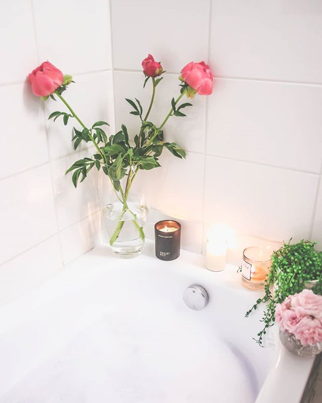 The perfect lazy weekend spent turning into a prune 🛁🛁🛁 #bubblebath #bathtime #peonies #lushbath #fbloggers #nzbloggers #ignz #bblogger