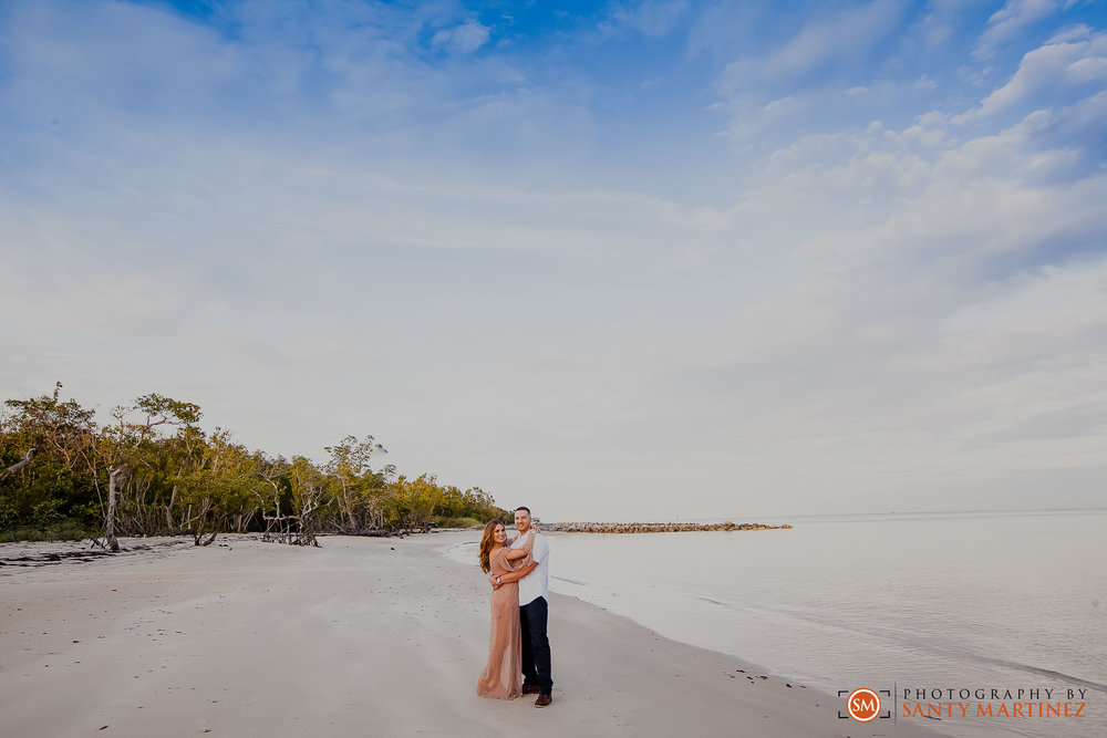 Miami Engagement Session - Key Biscayne - Photography by Santy Martinez-14.jpg