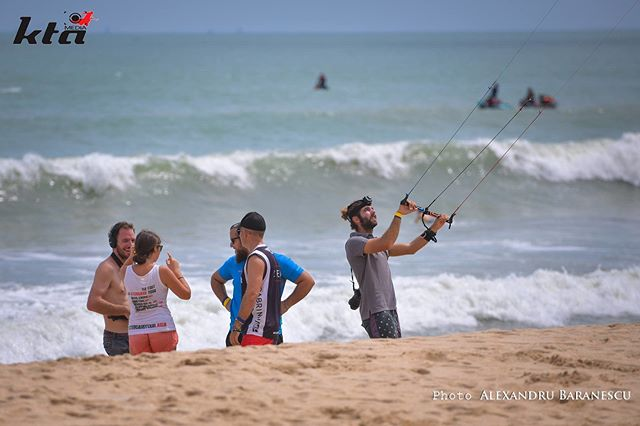 It's time for the team learn the wind direction :-) #wind #kite #watersport #beachlife #lifestyle #teamwork #icarussport #ktamedia #funday #photooftheday #oceanlover #asia #travel #hydrofoil #olympicclass #kitefoil #kiteboarding
