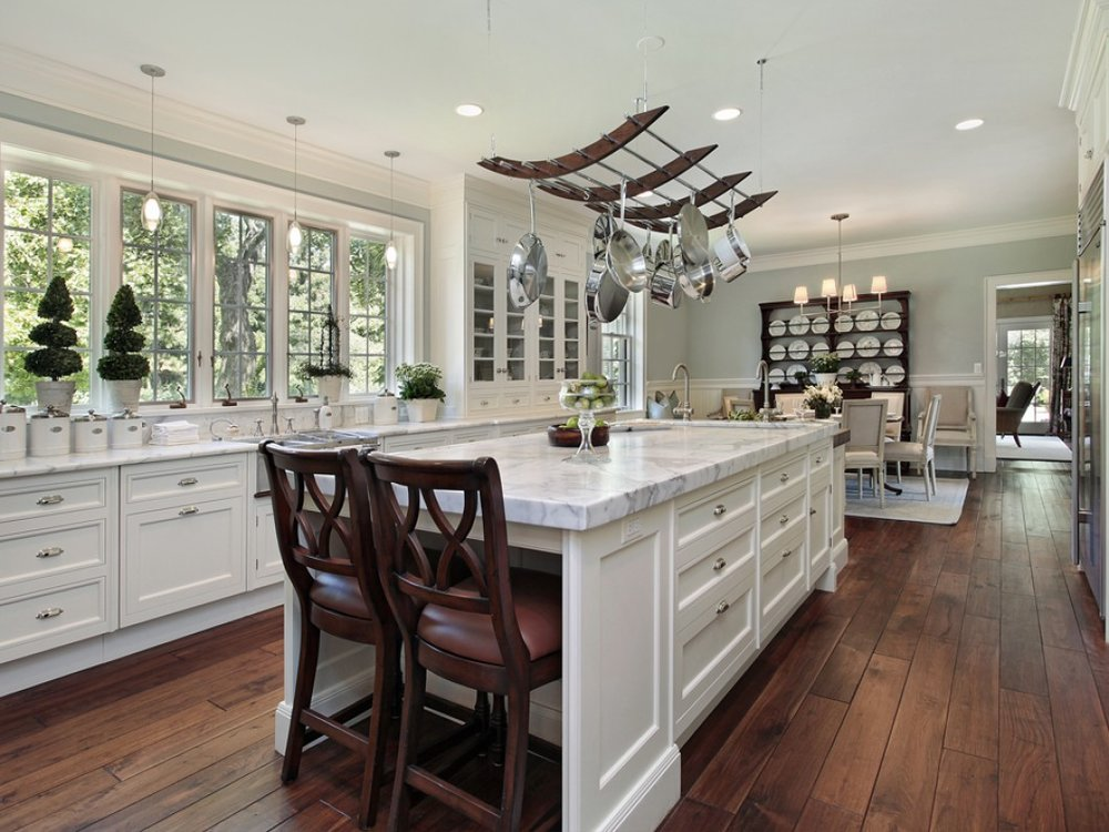 Kitchen-in-luxury-home-with-wh-16568375.jpg
