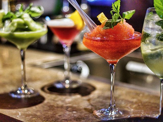 Många av er känner till våra fantastiska maträtter, men har ni testat våra goda drinkar också? En av våra favoriter är Cetriolino med citronsorbet, basilika, gin och Prosecco 🍸🥂🍹