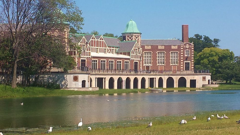 Humboldt_Park_Field_House_and_Refectory.jpg