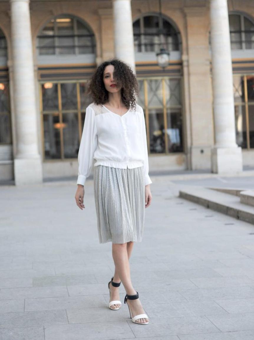 @ ithaablog   Une autre version de mon Look, blouse et jupe irisée.  Pour le shopping lien dans ma bio.   #paris  #palaisroyal  #weddingirl  #whiteblouse  #whiteshirt  #sisley  #redlips  #ootd  #fblogger  #parisian  #paris  #parisienne  #weddingoutfit  #wedding  #biondacastana  #louvre  #parislouvre  #colonnesdeburen  📸  @yacine.brh