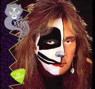 "<h3 style=""margin:5px auto;"">Peter Criss</h3>"