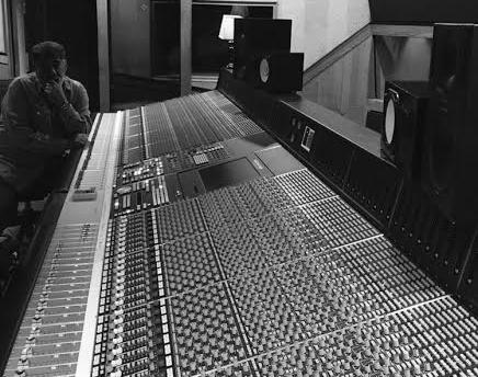 Education - New York School of MusicSouthern Oregon UN. / Music TheoryEndorsed by the following companies:Taylor GuitarsMinarik GuitarsDBZ GuitarsFernandez GuitarsDean MarkleyDigitechTridentTelefunkenRed MonkeyFractal Audio