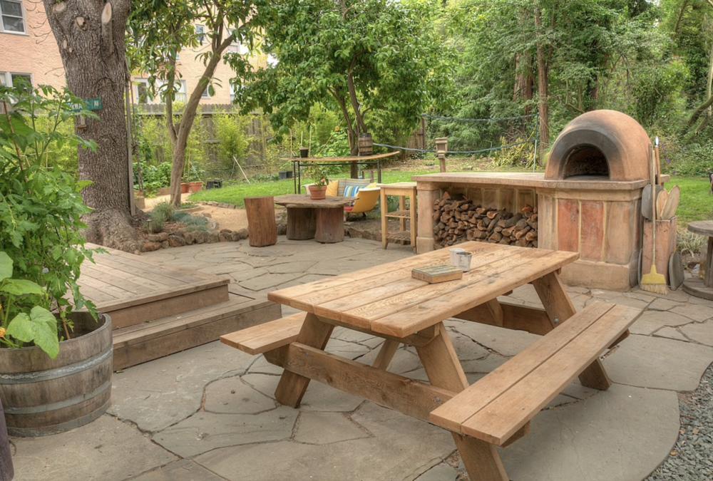 Unique retreat with large lush backyard - $289 per night
