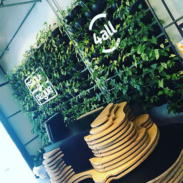 Vim conhecer o projeto do PierX no Iguatemi Porto Alegre. Ótima energia e um conceito espetacular. União do físico e digital com toque e marcas de pessoas que admiro e amigos! Guga Schifino (Trópico), José Renato (4all), Claro (Repetto), Givanildo (Saque e Pague) e, claro, um café!