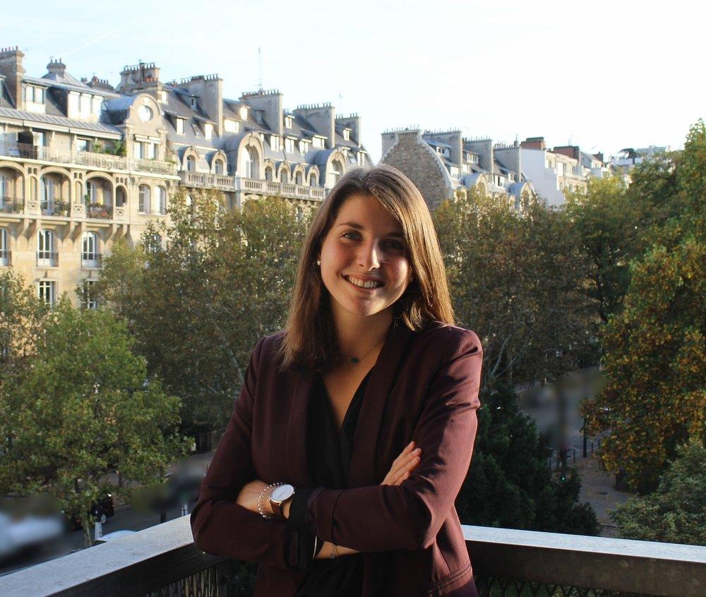 """Émilie ROSIER - Formation universitaire :Master 1 - Droit des affaires (Université de Bordeaux)Rôle au sein de l'association :Responsable Pôle """"20 ans""""Afficher le CV"""