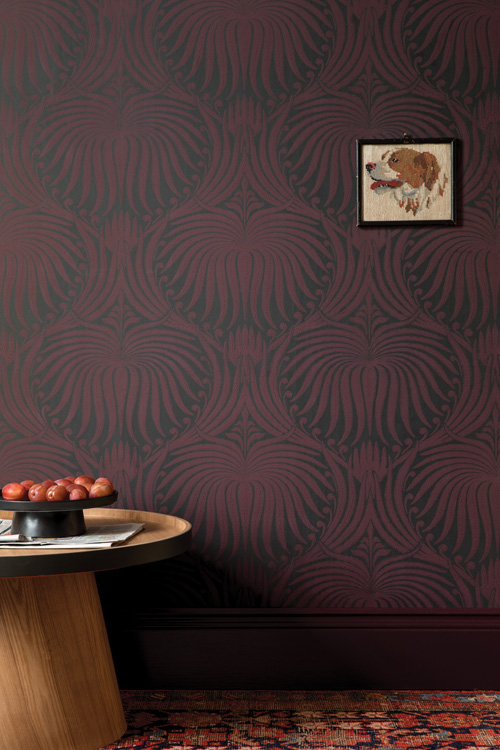 Walls in Lotus BP 2065, skirting:    Brinjal    No.222 | Estate Eggshell