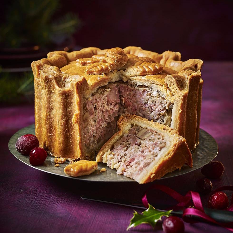 m-s-festive-turkey-chestnut-bacon-pork-pie-890g-10-1542646274.jpg